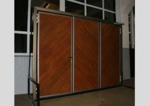 Большие 3-секционные складывающиеся двери для гаражей боксового типа, производственных и складских помещений.