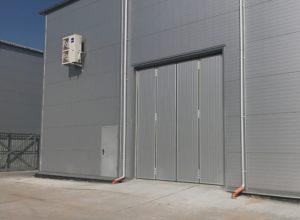 холодильные двери, промышленные двери, секционные двери, двери гармошка, двери складывающиеся пополам, складские двери, двери складских помещений, секционные ворота, промышленное оборудование, складывающиеся ворота
