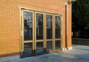 промышленные двери, фасадные двери, секционные двери, двери гармошка, двери складывающиеся пополам, складские двери, двери складских помещений, секционные ворота, складывающиеся ворота